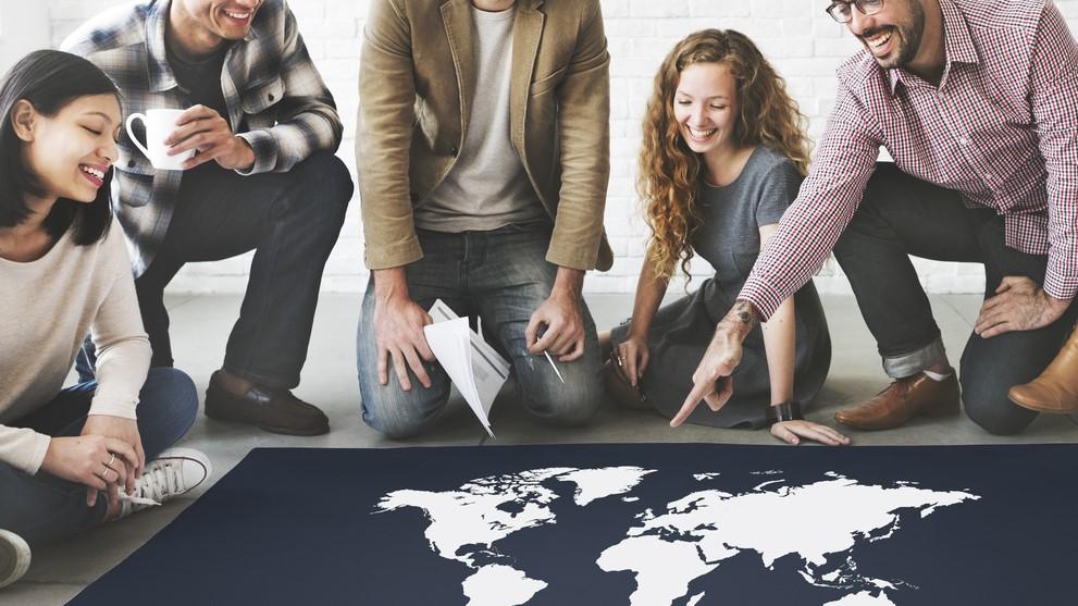 Contratar a una empresa de centro de llamadas en inglésdebería ser su primer paso antes a ser global.